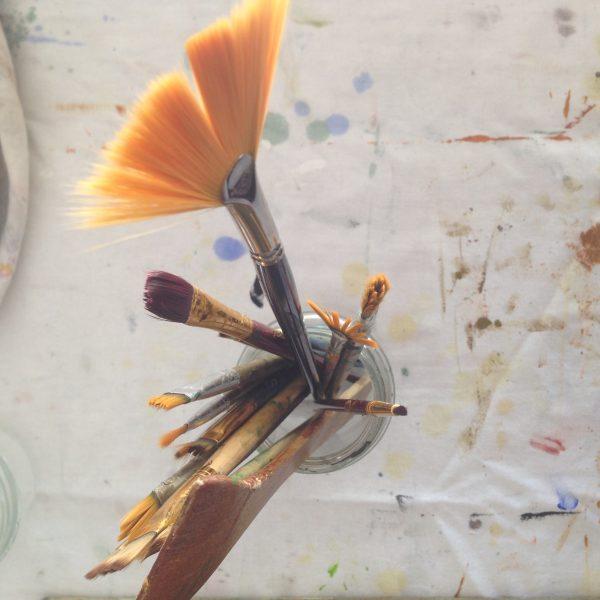 pinceaux-atelier-artiste-peintre-pays-basque